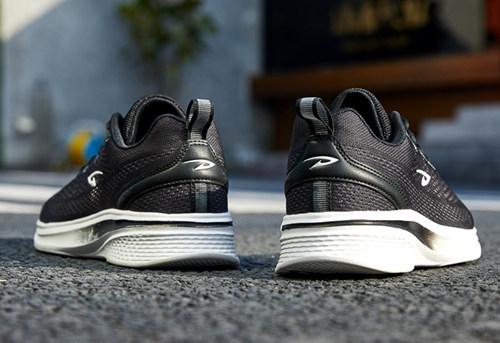 德尔惠运动鞋 年轻人的时尚